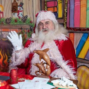 Babbo Natale saluta i bambini
